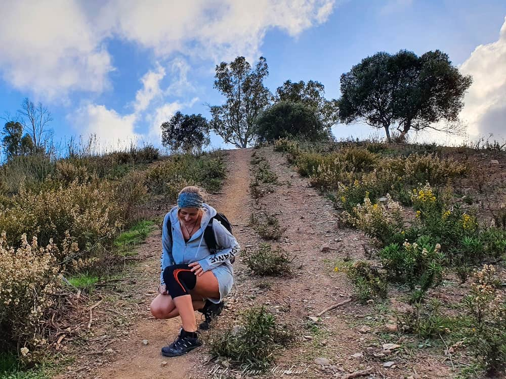 Knee brace for hikers