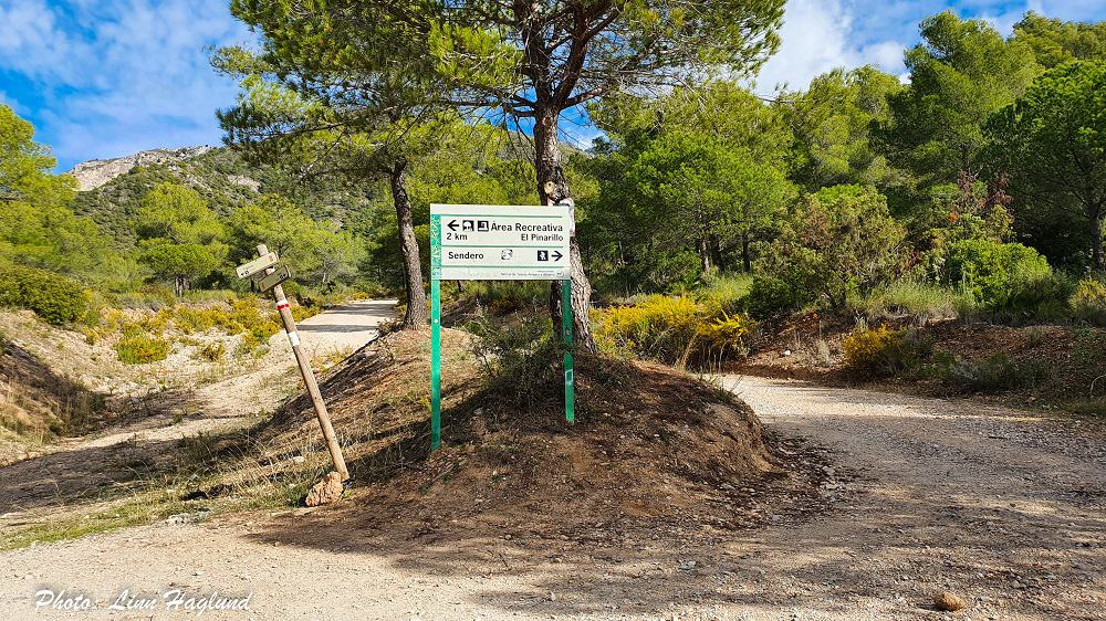 Juction with signs to hiking route to Pico del Cielo Nerja
