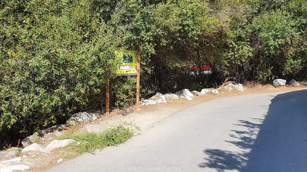 Los Cahorros trailhead goes down by the sign and continues by the river