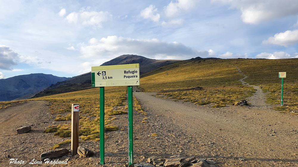 First junction on the one day Mulhacen hike - take the path on the right