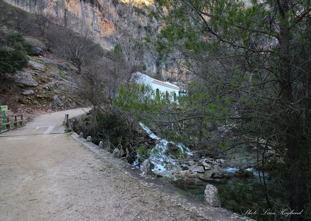 The hydroelectric station where Rio Borosa hike continues pass on the right side